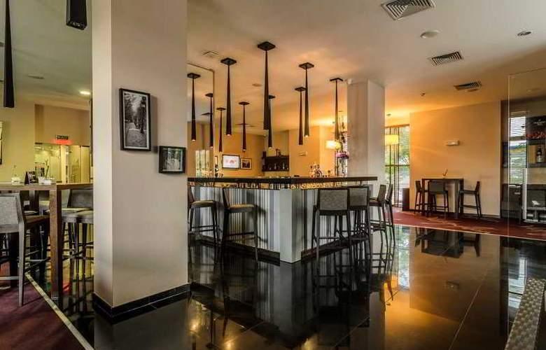 Metropolitan - Bar - 6