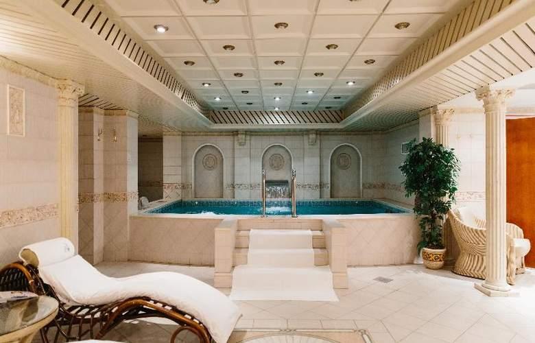 Grand Hotel Emerald - Pool - 12