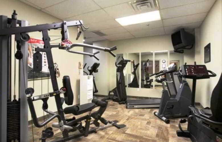 Ramada Hotel Niagara Falls - Sport - 8
