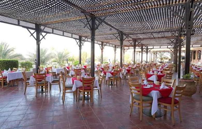 Three Corners Sea Beach Resort - Restaurant - 43
