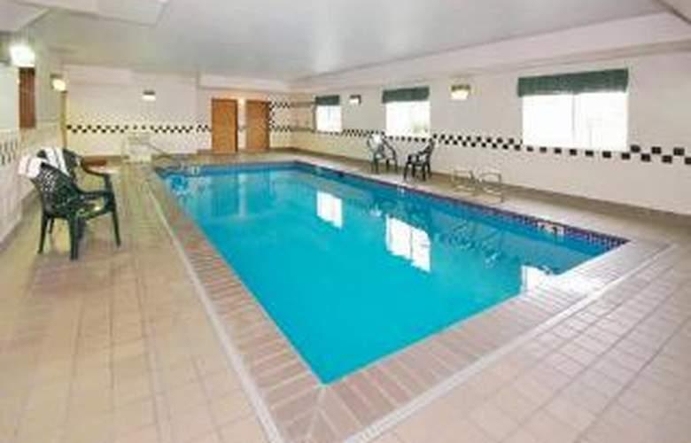 Comfort Inn Tacoma - Pool - 6