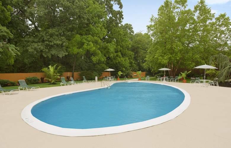 Best Western Woodbury Inn - Pool - 2