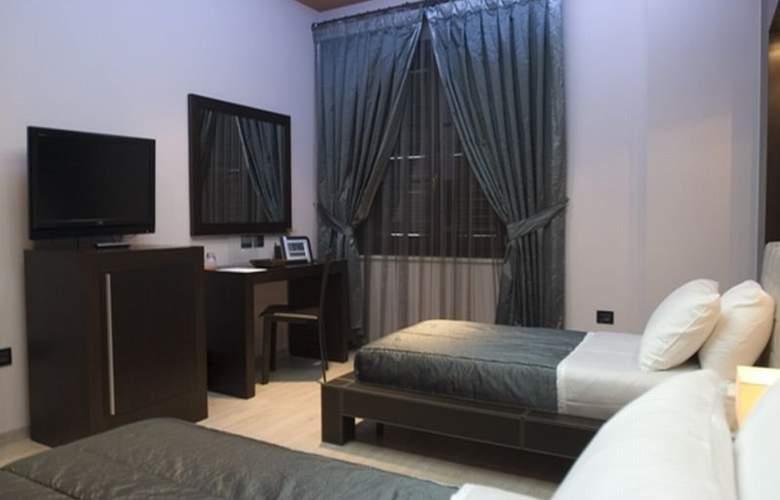 Monarc - Room - 1