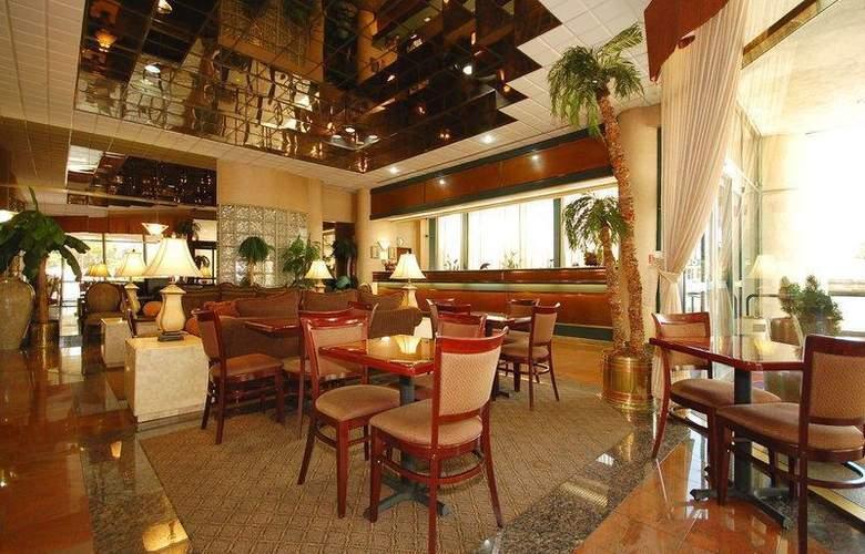 Best Western Plus Suites Hotel - Restaurant - 66