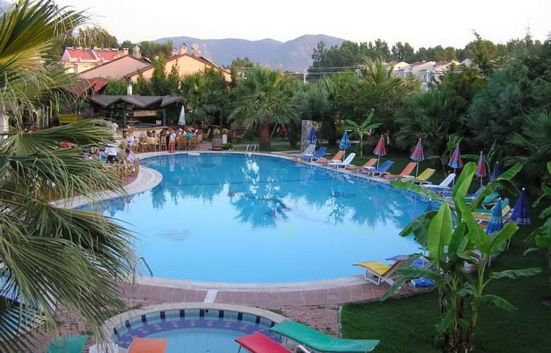 Rebin Beach Hotel - Pool - 5