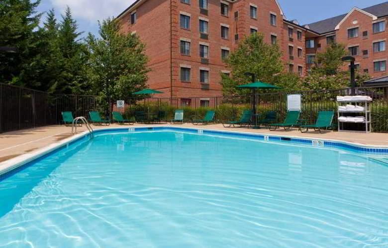 Staybridge Suites Tysons-McLean - Pool - 9