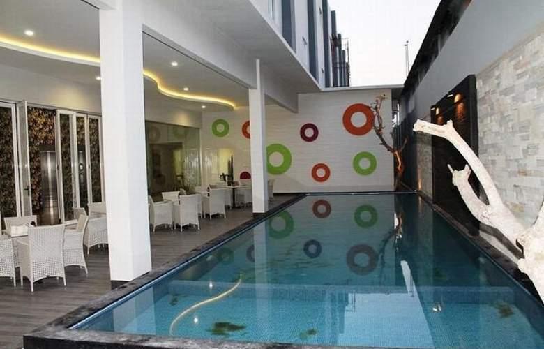 Favehotel Kusumanegara - Pool - 2