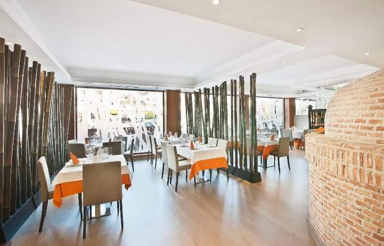 UVE Villa de Alcobendas - Restaurant - 23