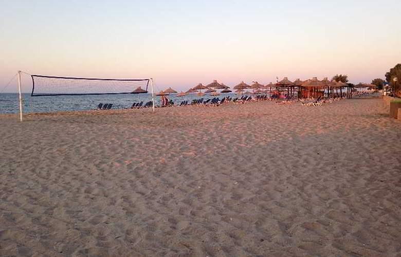 Blue Island Hotel - Beach - 9