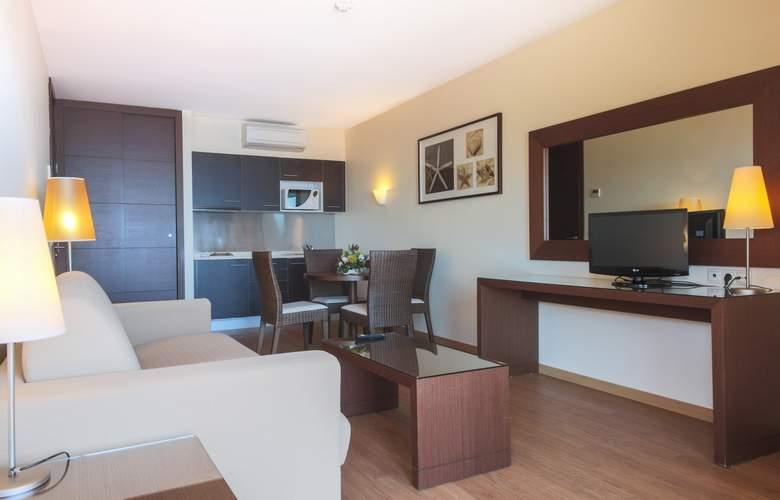 Dom Pedro Garajau - Room - 9