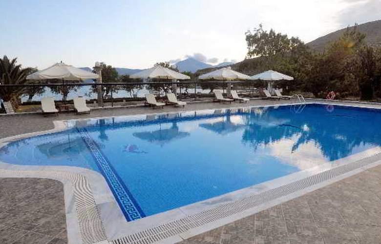 Lagada Beach - Pool - 7