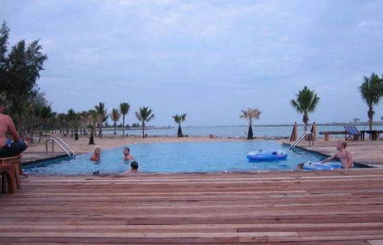 Lawana Beach Resort - Pool - 7