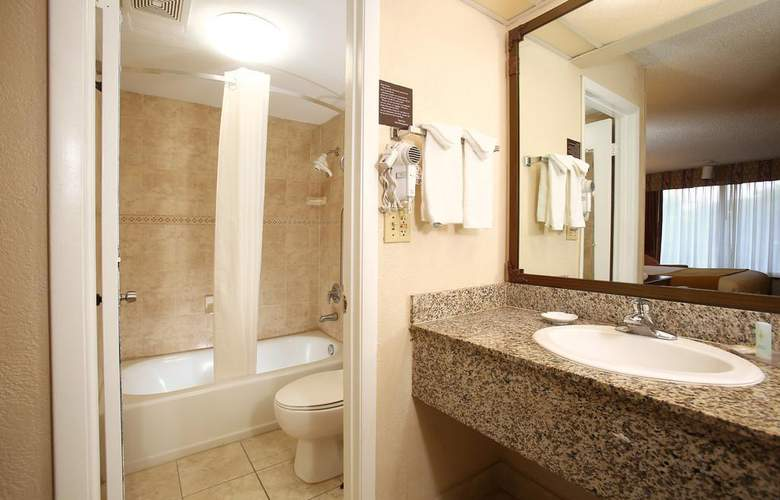 Quality Inn & Suites Airport/Cruise Port South - Room - 6