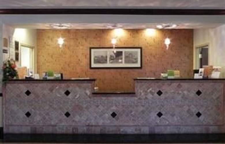 La Quinta Inn & Suites Tampa Central - General - 2