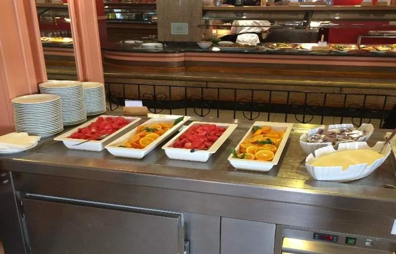 The San Anton - Restaurant - 21