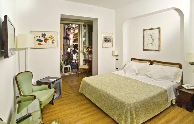Villa Paradiso - Room - 6