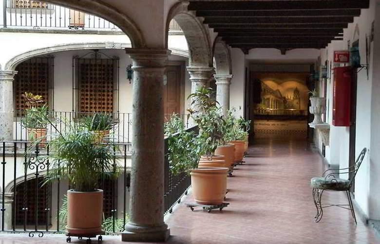 Posada Guadalajara - Terrace - 9