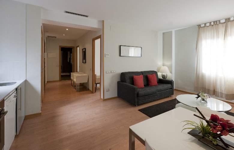 Amister Apartamentos - Room - 9