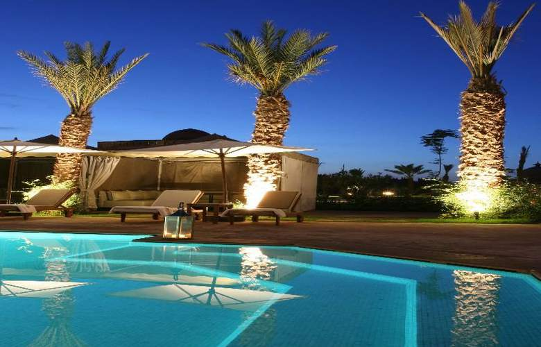 Terre Resort & Spa - Pool - 3