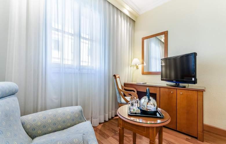 Exe Sevilla Macarena - Room - 9