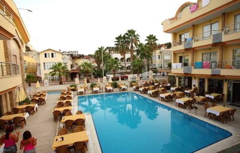 Grand Lukullus Hotel - Pool - 7