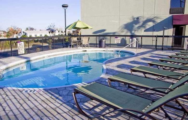 Best Western Plus Myrtle Beach Hotel - Hotel - 8