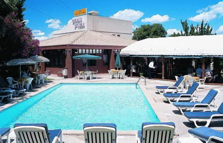 INTER-HOTEL LE RELAIS SAINT JEAN - Pool - 0
