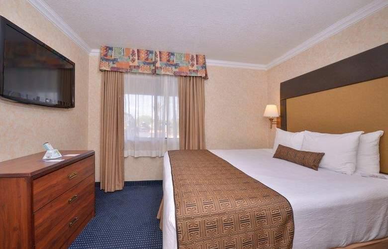 Best Western Plus Innsuites Phoenix Hotel & Suites - Room - 28