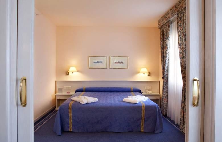 Ayre Hotel Sevilla - Room - 13