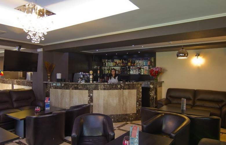West Plaza Hotel Bucharest - Bar - 6