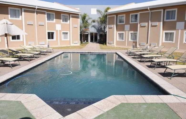 Protea Hotel Ondangwa - Pool - 4