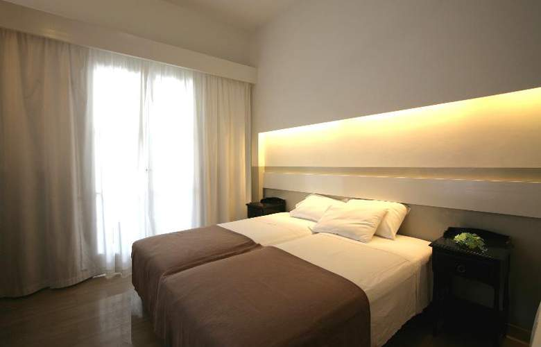 Kamari Beach - Room - 8