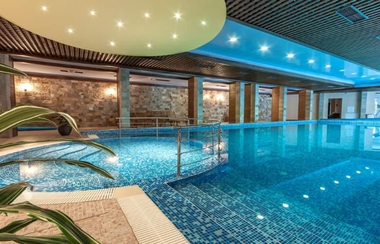 Grand Royale Hotel & Spa - Pool - 5