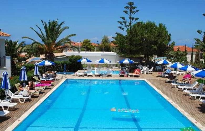 Contessa Hotel - Pool - 4