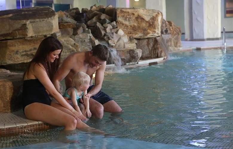 Best Western Park Hall - Pool - 228