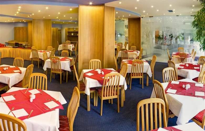 Luxury Family Hotel Bílá Labut - Restaurant - 76