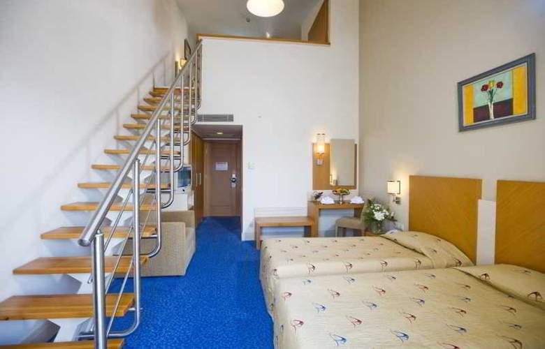 Crystal Admiral Resort Suits&Spa - Room - 12