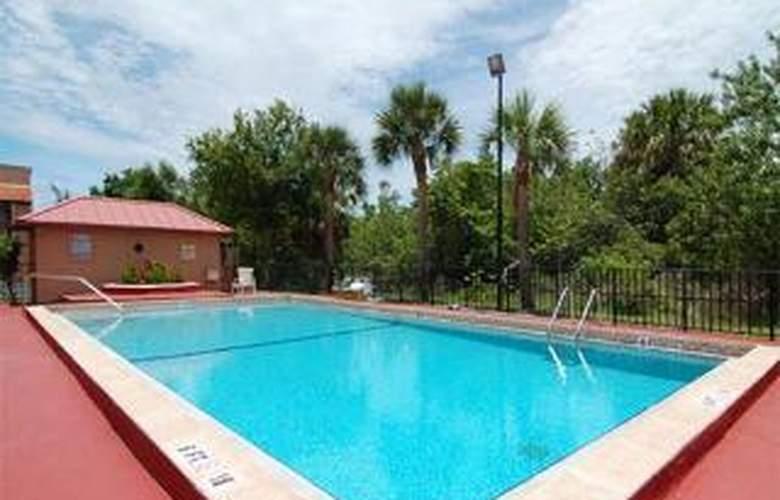 Econo Lodge - Pool - 4