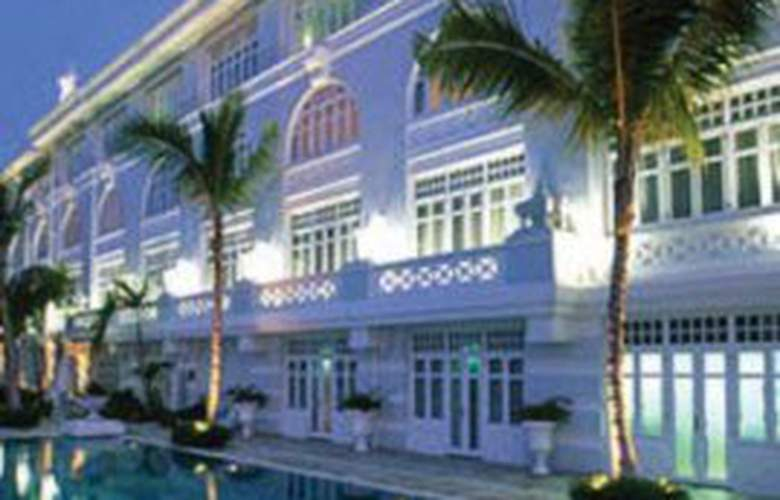 Eastern and Oriental Hotel Penang - Pool - 1