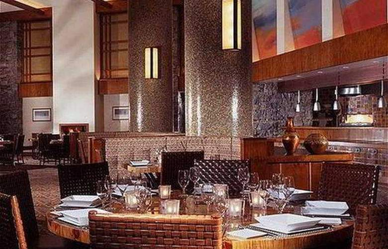 Stowe Mountain Lodge - Restaurant - 10