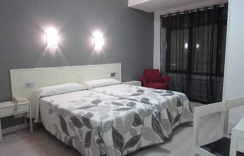 Acebos-Azabache Gijón - Room - 9