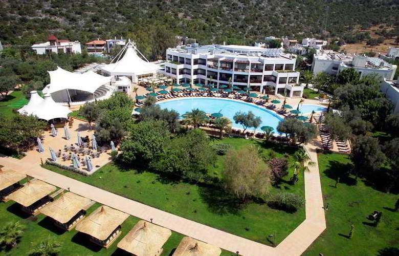 Latanya Beach Resort - Hotel - 0
