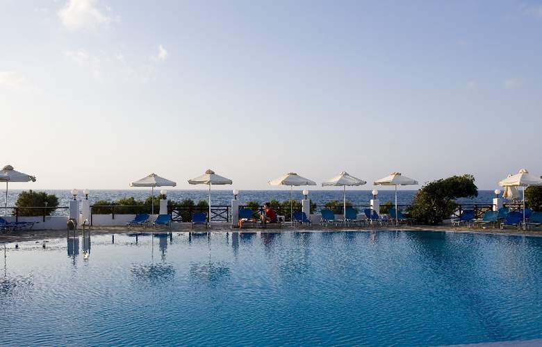 Maritimo Beach Hotel - Pool - 6