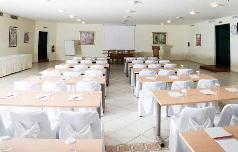 Porto Naxos - Conference - 18