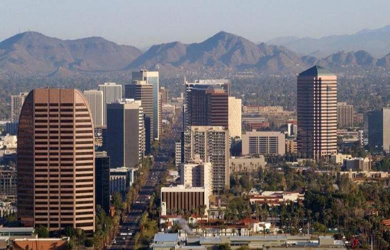Best Western Plus Innsuites Phoenix Hotel & Suites - Hotel - 1