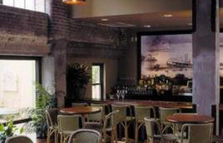 Hampton Inn & Suites Convention Ctr - Bar - 0