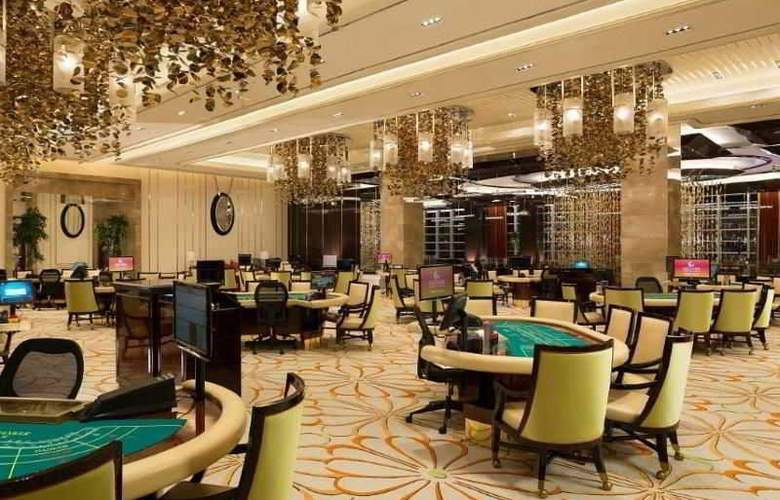 Solaire Resort And Casino - Bar - 19