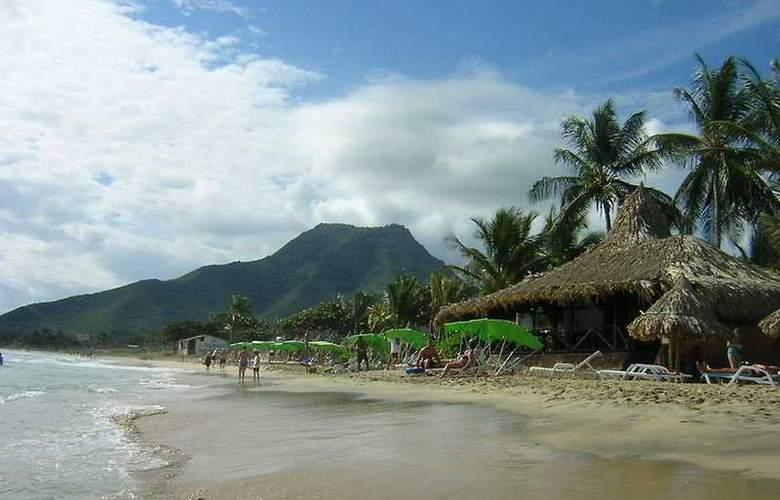 Isla Caribe Beach Resort - Beach - 4