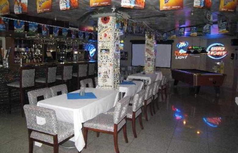 LA - Montebello Plaza - Bar - 4