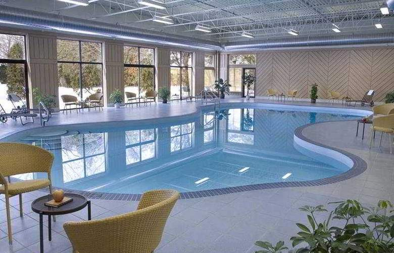Days Hotel & Conference Center Toronto Don Valley - Pool - 4